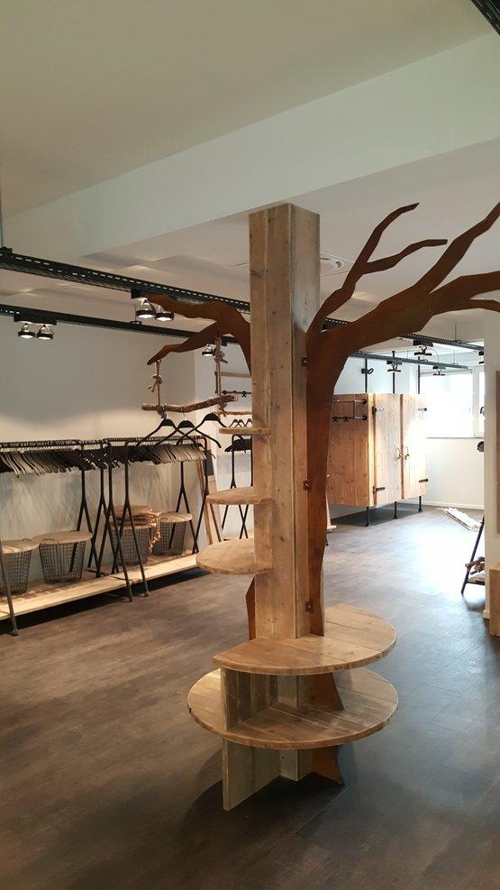 Lavida boom met schappen en zitje