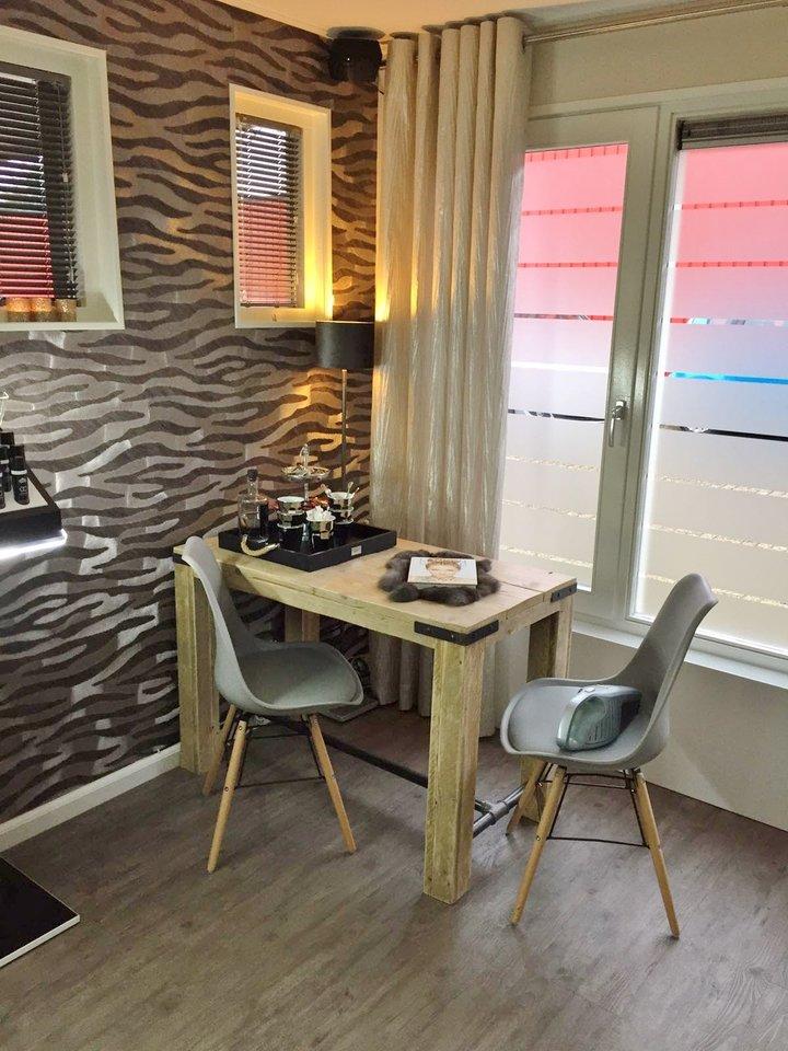 Stoere tafels met oud hout en ijzeren details